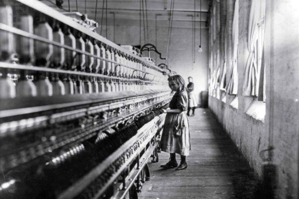 lewis hines cotton mill girl 1908