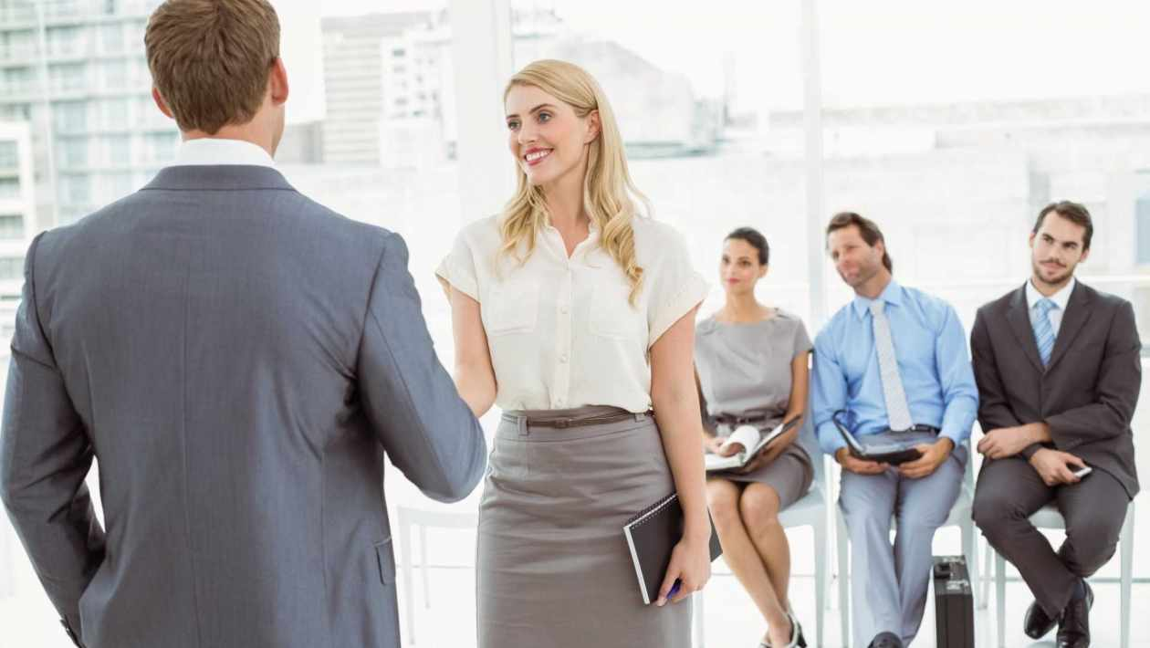 Want to know how to introduce yourself in interview and other vital tips and tricks for your interview? Check these tips out to excel the opportunity!